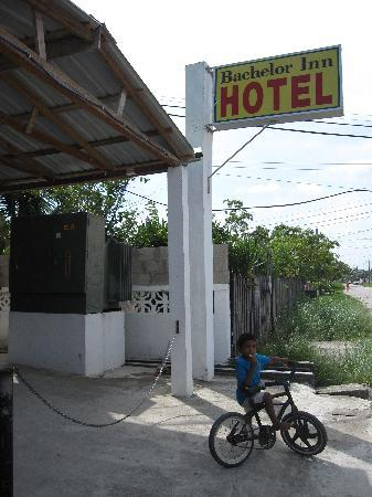 Bachelor Inn: outside view 1