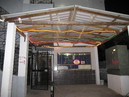 Bachelor Inn: outside