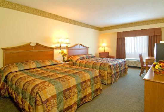 Country Inn & Suites By Carlson, Williamsburg East (Busch Gardens): Make yourself at home in one of our spacious queen rooms