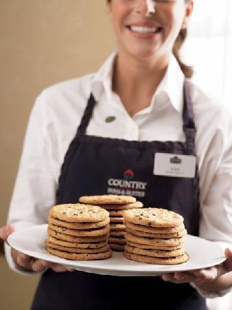 Country Inn & Suites by Radisson, Williamsburg East (Busch Gardens), VA: YUM.... Fresh baked Otis Spunkmeyer cookies everyday