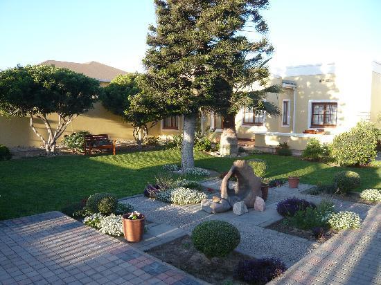 Cornerstone Guesthouse: Garden