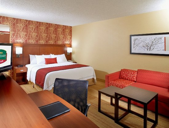Courtyard Waterbury Downtown: King Guest Room