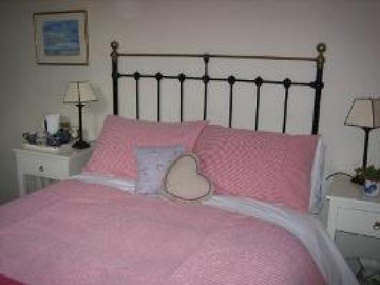 Field Farm Cottage: Ensuite double bedroom