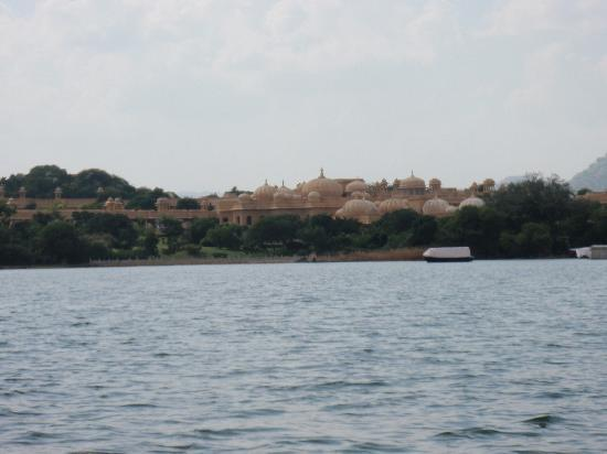 The Oberoi Udaivilas: Hotel from the lake
