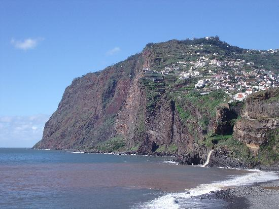 Câmara De Lobos, Portogallo: View of the cliffs from Camara de Lobos