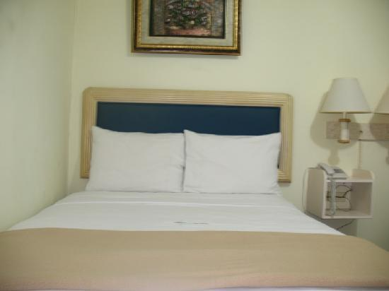 Airport Suites Hotel: Single Room