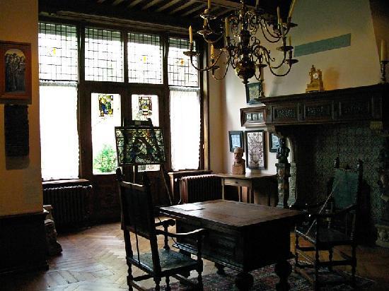 Museum Lambert van Meerten : Lots of stained glass letting light in