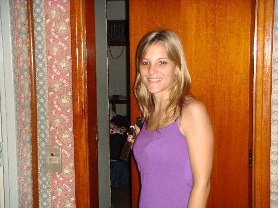 Oceano Copacabana Hotel: puerta de la habitacion (miren los empapelados)