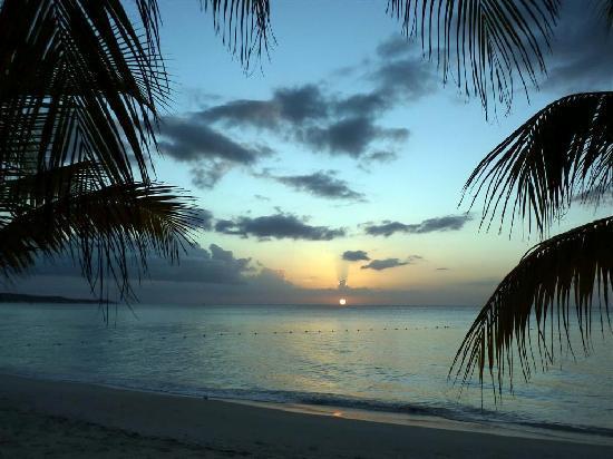 Charela Inn / Le Vendome: Sunset on the Charela Beach  11/28/10