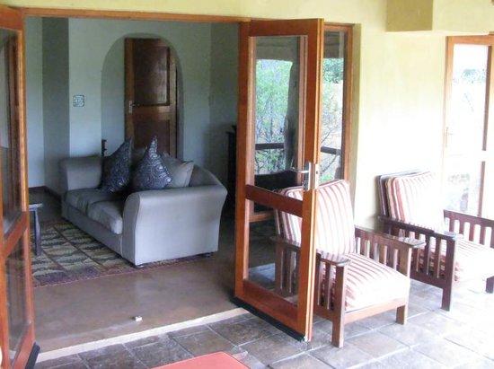 Shibula Lodge & Bush Spa: Living room of unit 3