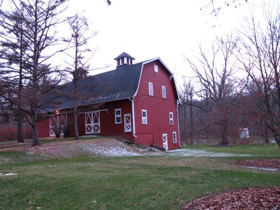 Newfield, Нью-Йорк: The big red barn