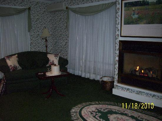 Brook Farm Inn: welcoming fireplace