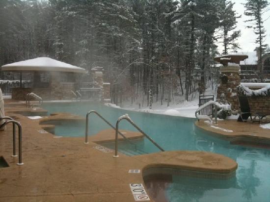 Sundara Inn and Spa: Outdoor pool at 26 degrees!