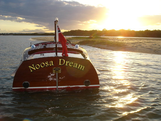 Noosa Dreamboats Classic Boat Cruises: sunset