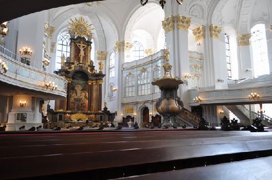 Church of St. Michael: 教会内観