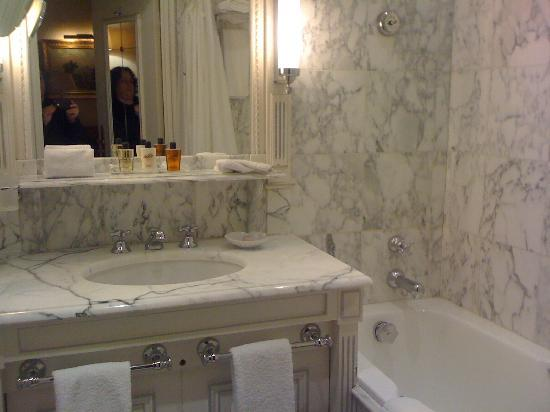 Hotel Luxembourg Parc: Gorgeous bathroom