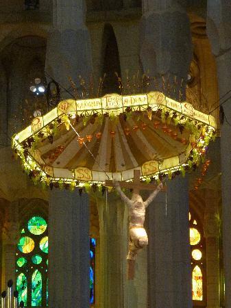 祭壇に据える 布にくるまれたキリスト像