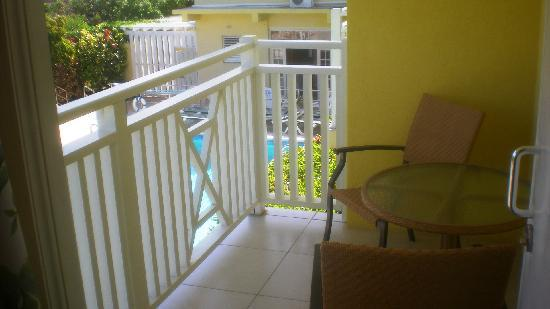 Tropical Winds Apartment Hotel: balcone