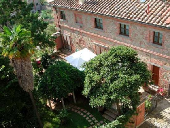 Fonte del Castagno : vista dell'esterno