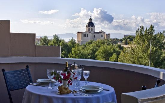 Al Colle di Bonaria : Colazione in terrazzo con vista mare