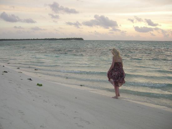 Summer Island Maldives: sunset beach walk