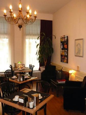 Hotel Kap: reception / breakfastroom