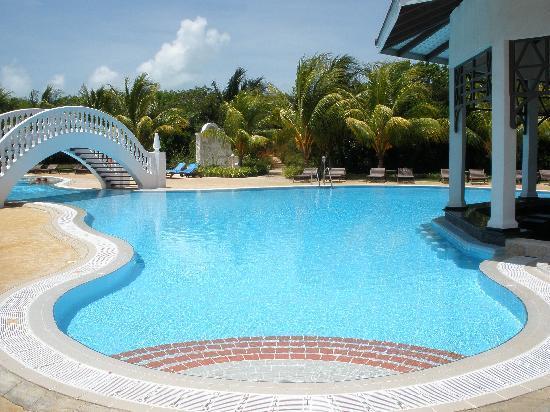 piscina enorme e vuotaaa picture of iberostar