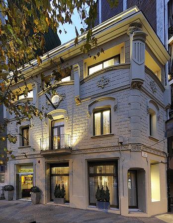 Hostemplo Sagrada Familia: fachada modernista