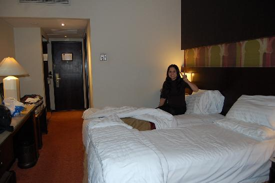 Ramasside Tours - Private Day Tours : comfortable beds at Mercure hotel, Cairo