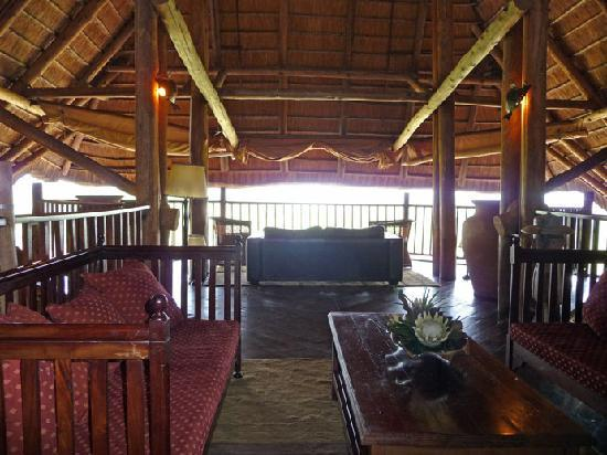 Victoria Falls Safari Lodge: Viewing area on top floor of hotel - GREAT!
