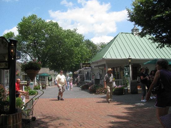 Kitchen Kettle Village : the village