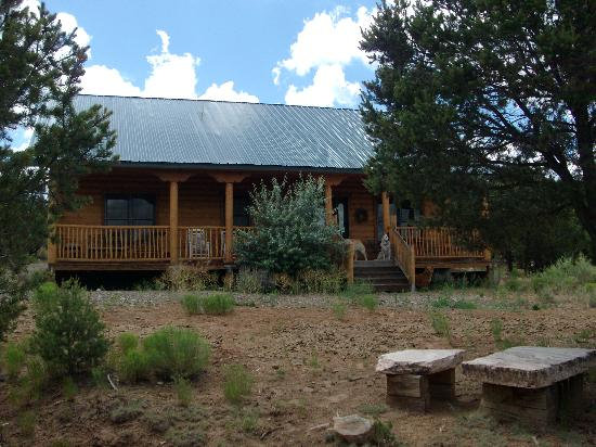 Lazy K Ranch Bed and Breakfast: log lodge