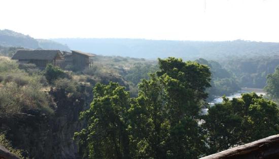 Awash National Park, Etiopía: New G+1 tukuls at the edge of Awash Gorge with fantastic view.