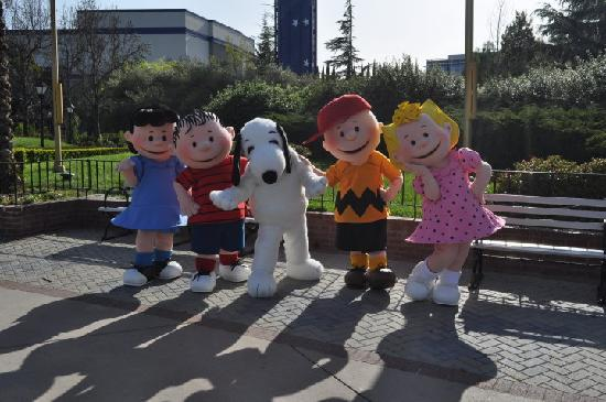 Santa Clara, CA: PEANUTS characters at California's Great America