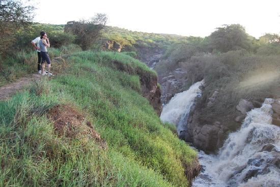 Awash National Park, Etiopia: Visitors at Awash Falls, top view - November 2010.