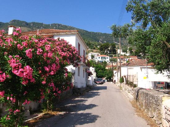 Ιθάκη, Ελλάδα: The quiet street of Ithaka