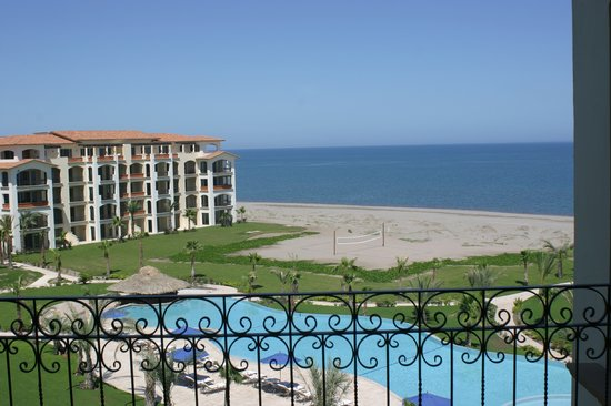 Paraiso Del Mar: Pool & Beach View