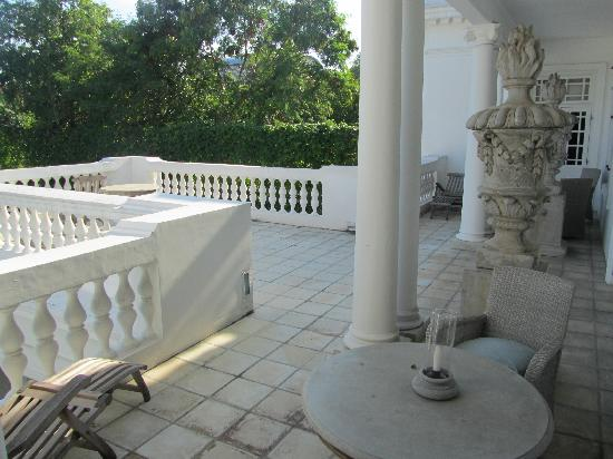 Paradise Road Tintagel Colombo: Spacious shared balcony in the front of the hotel
