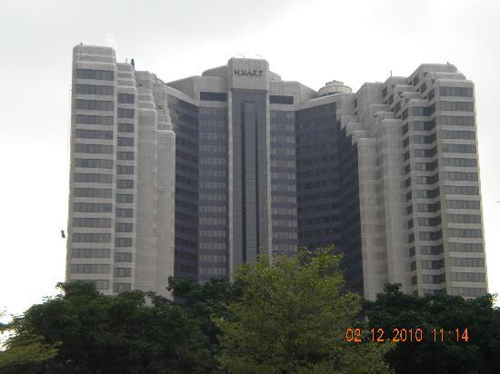 Grand Hyatt Taipei: Day view of outside Grand Hyatt