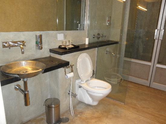 Club Mahindra Puducherry: bathroom