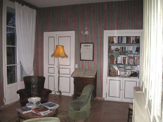 Demeure Saint Vincent : library lounge