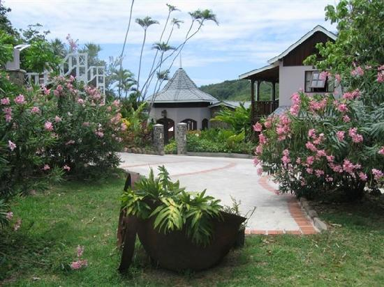 Spring Hotel Bequia : Spring House's Courtyard