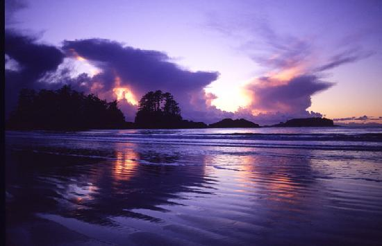 Tofino, Canada: Winter weather approaching Chesterman Beach