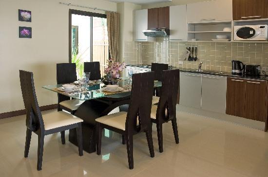 Kamala Beachfront Apartment: Fully equipped kitchen