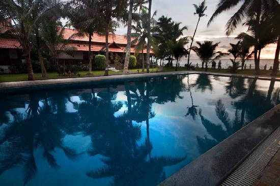 Cocobay Resort: Pool at Cocobay