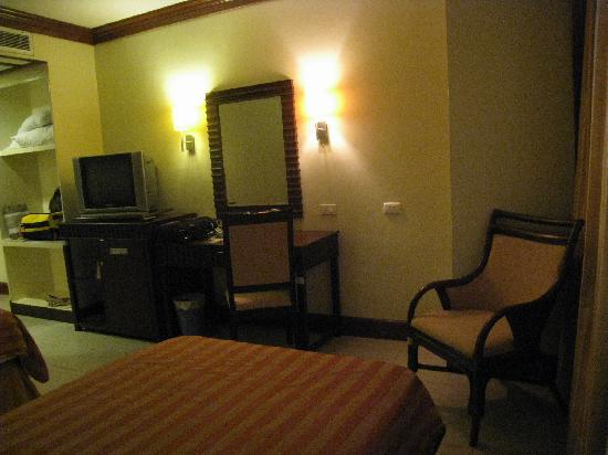 The Royal Mandaya Hotel: Hotel room in diff angle