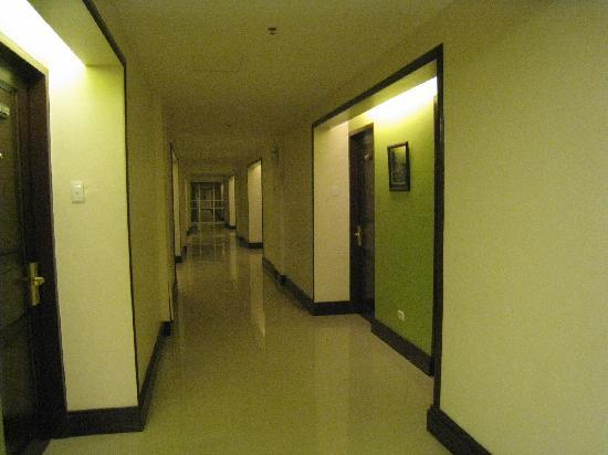 The Royal Mandaya Hotel: Corridor