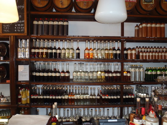 Van Kleef & Zoon: Liqueurs and jenever bottled in house