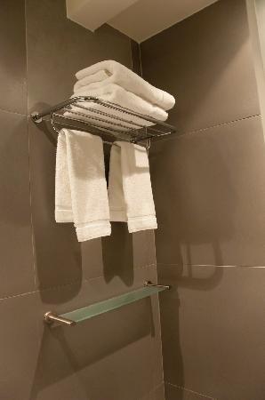 Hotel du Cadran Tour Eiffel: towels