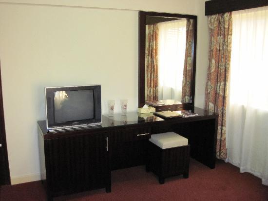 Grand Hotel: Classic TV, refrigerator, and desk area